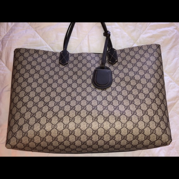 6994f755308 Gucci Handbags - Gucci GG canvas reversible tote medium brown